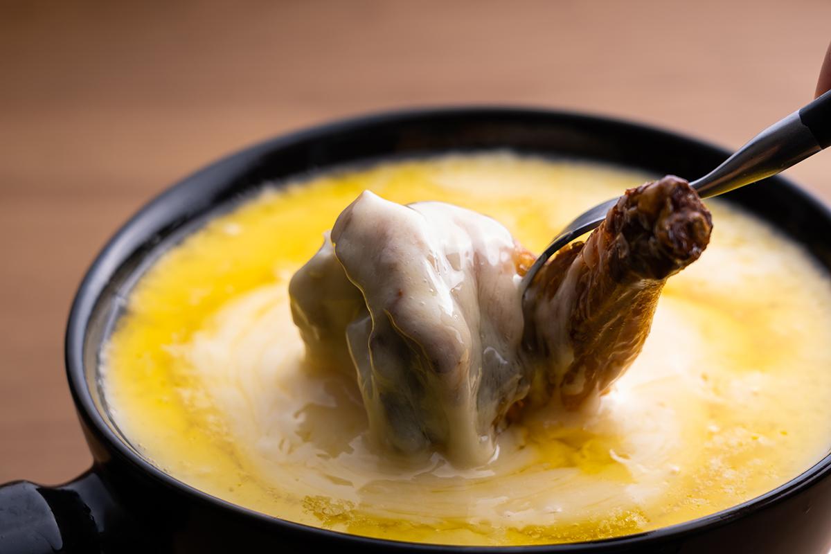 京都産・丸ごとチキンのチーズフォンデュ